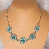 10179 925er Collier mit Swarovski ® Rivolis light turquoise in Peyote Technik
